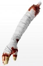 Braccio di cadavere mozzato insanguinato