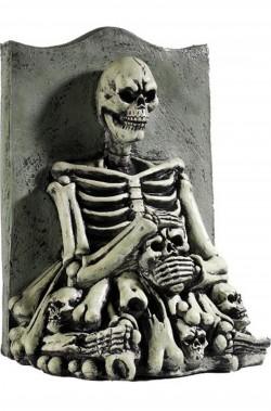 Lapide con scheletro, teschi e ossa in lattice
