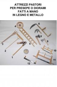 Accessori presepe contadino in legno vero:ascia piccola (foto n.9)