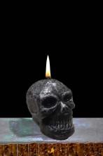 Candela halloween a forma di teschio nero