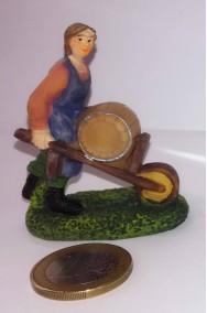 Figurina Presepe in plastica (cm 5,5) bottaio vinaio con carriola