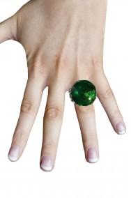 Anello a forma di cerchio con grande pietra verde