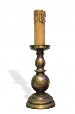 Candelabro in metallo con candela finta oggetto di scena