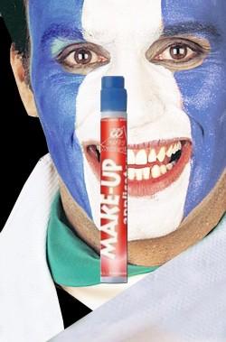 Trucco azzurro con applicatore per righe su viso o corpo