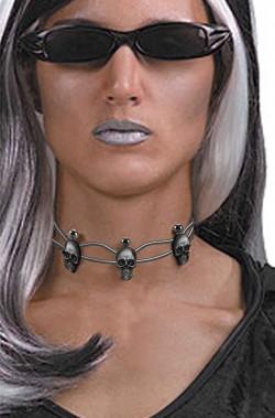 Collana a girocollo di metallo con teschi per vampira