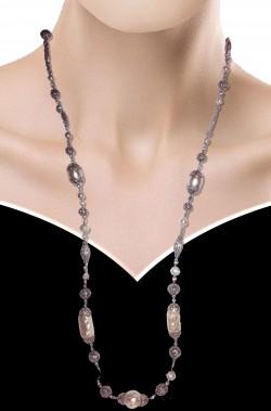 Collana a filo metallico con perle finte ovoidali stile medievale