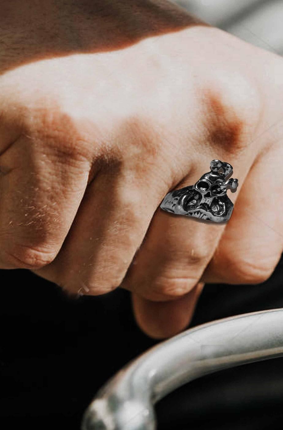 Anello biker con teschio e serpente cobra di metallo regolabile