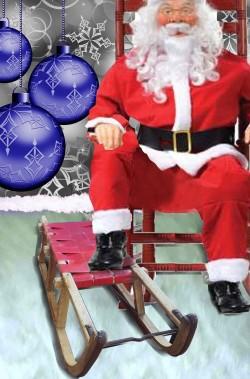 Vetrina con slitta d'epoca per Babbo Natale allestimento natalizio