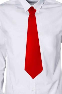 Cravatta di raso rossa con elastico annodata