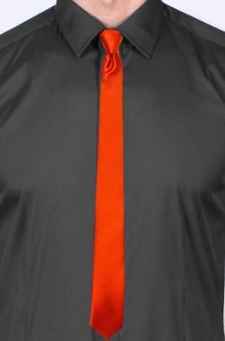 Cravatta elegante rossa...