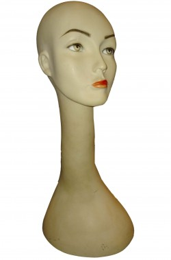 Testa di manichino usata per parrucche lunghe