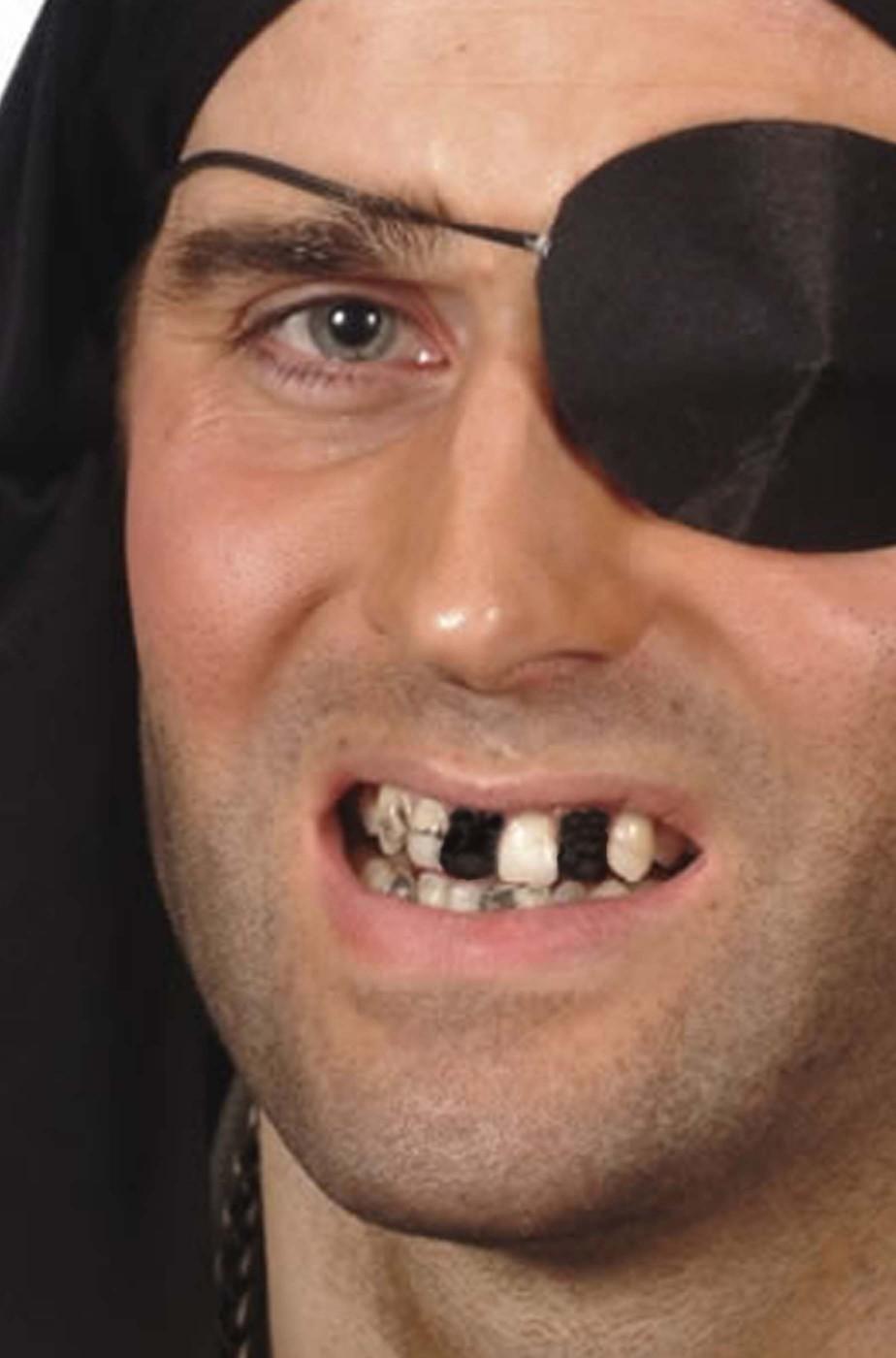 Trucco Nero per effetto dente mancante