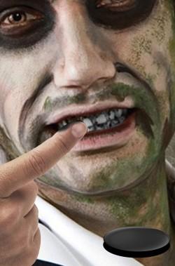 Pasta per sporcare i denti di nero