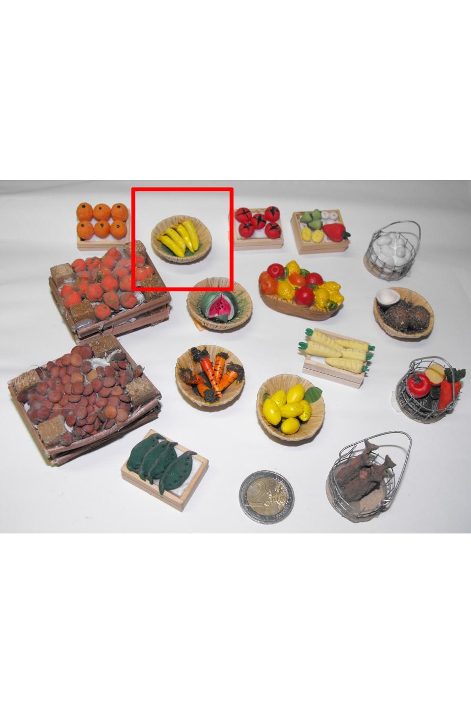 Accessori presepe fruttivendolo:cestino di banane piccolo realizzato a mano