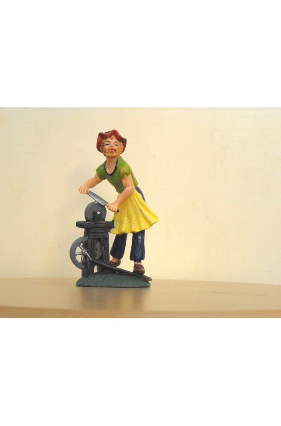 Figurina Presepe in plastica (cm 7 o 10 s.q.) Arrotino