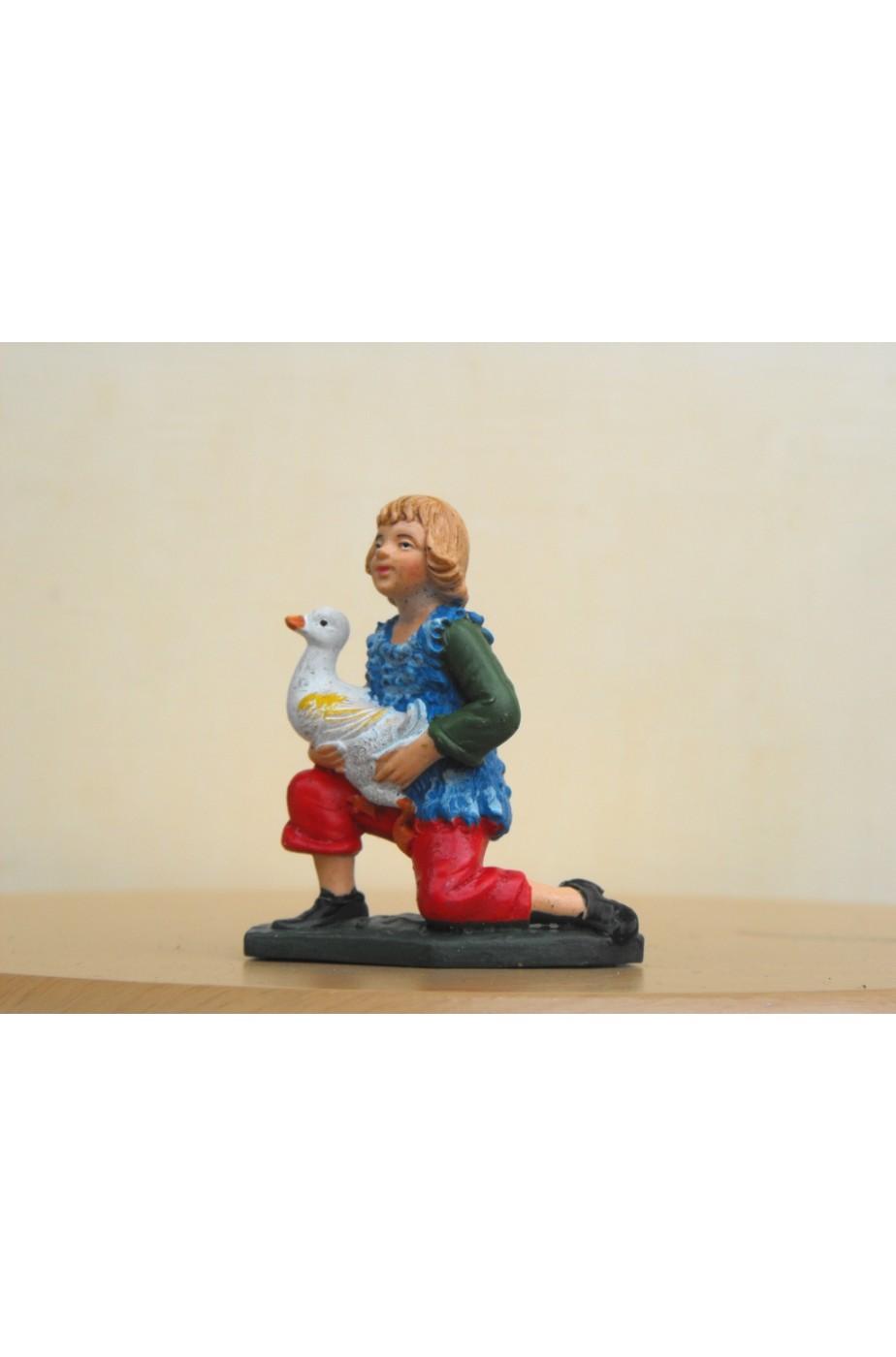 Figurina Presepe in plastica (cm 7 o 10 s.q.) Bambino inginocchiato in adorazione con oca