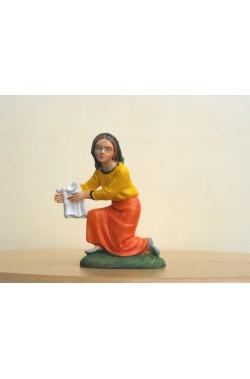 Figurina Presepe in plastica (cm 7 o 10 s.q.) Lavandaia inginocchiata