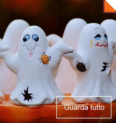 La foto mostra un allestimento Halloween spiritoso