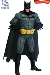 la foto mostra un costume cosplay di batman